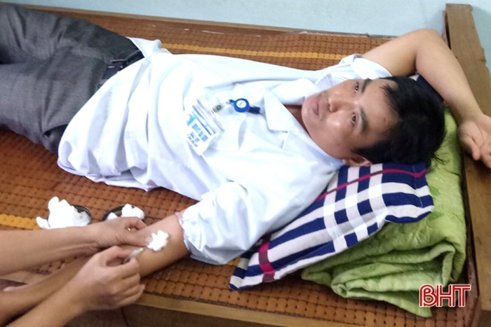 Bác sỹ bệnh viện huyện ở Hà Tĩnh hiến máu hiếm cứu bệnh nhân