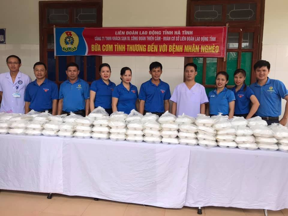 Trao tặng hơn 200 suất cơm cho bệnh nhân đến từ Khách sạn Công đoàn Thiên Cầm